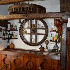 Banc d'accueil bar Auberge Seigneurs