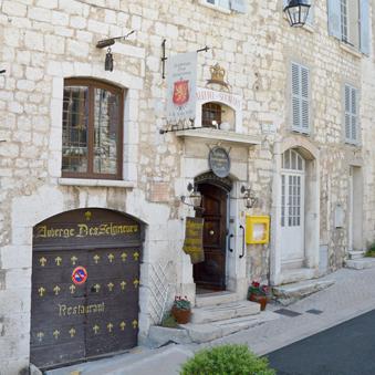 Façade et entrée hotel resto vence Auberge des Seigneurs