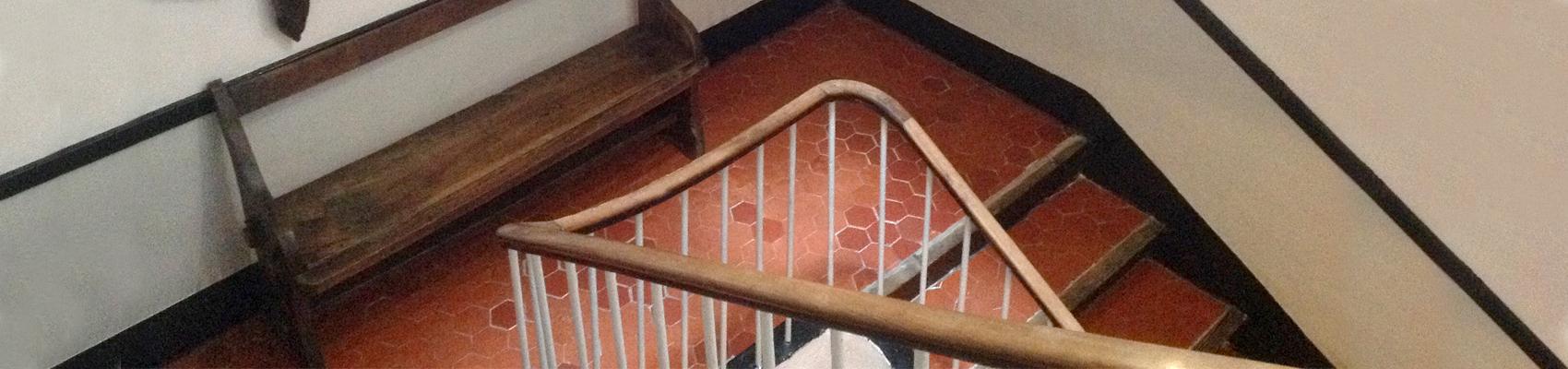 Les escaliers de l'Auberge des Seigneurs