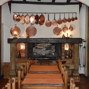 La salle et la cheminée